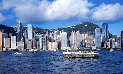 由香港岛及九龙半岛共33幢建筑物联合演出